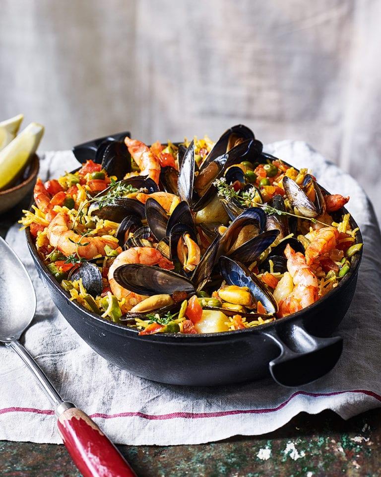 Valencian seafood noodle paella