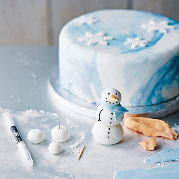 how to make a Snowman Christmas cake step 6