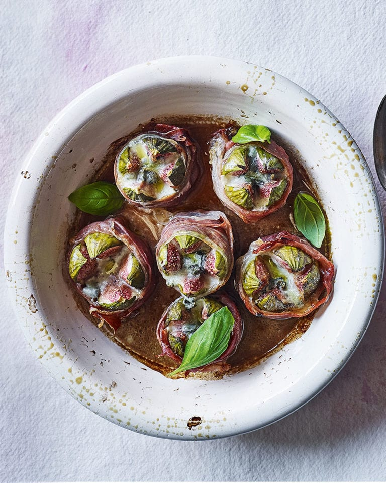 Baked figs with blue cheese and balsamic