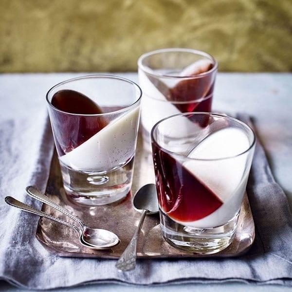 Vanilla pannacottas with sloe gin and rosemary jelly