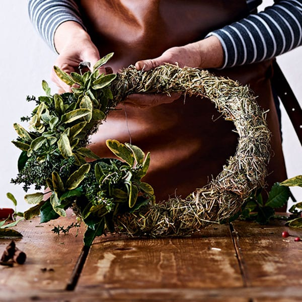 step-by-step to the best wreath