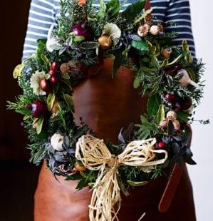 How to make a beautiful Christmas wreath