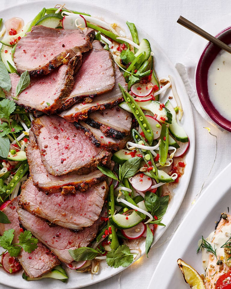 Roast beef with fragrant crunchy salad