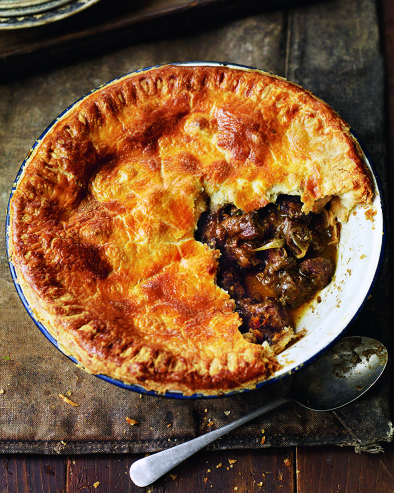 Venison, onion and red wine pie