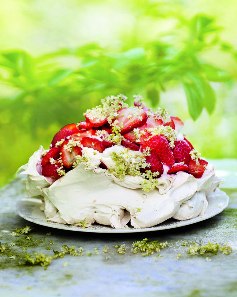 Strawberry, lemon and elderflower meringue