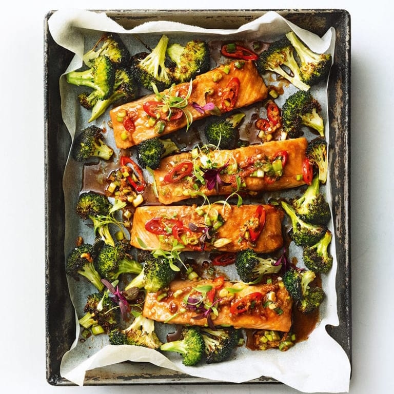 Low-calorie salmon traybake