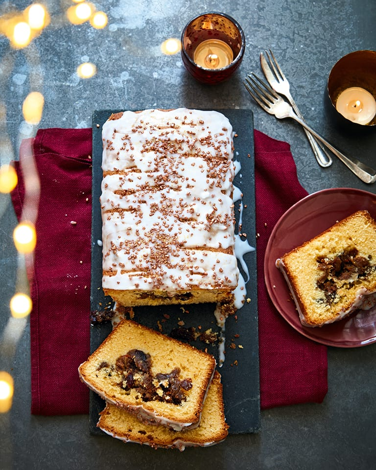 Mince pie loaf cake with streusel filling