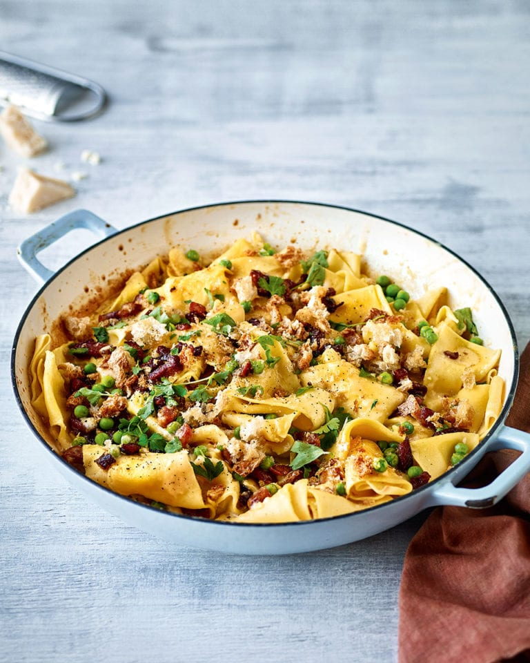 One-pot carbonara pasta bake