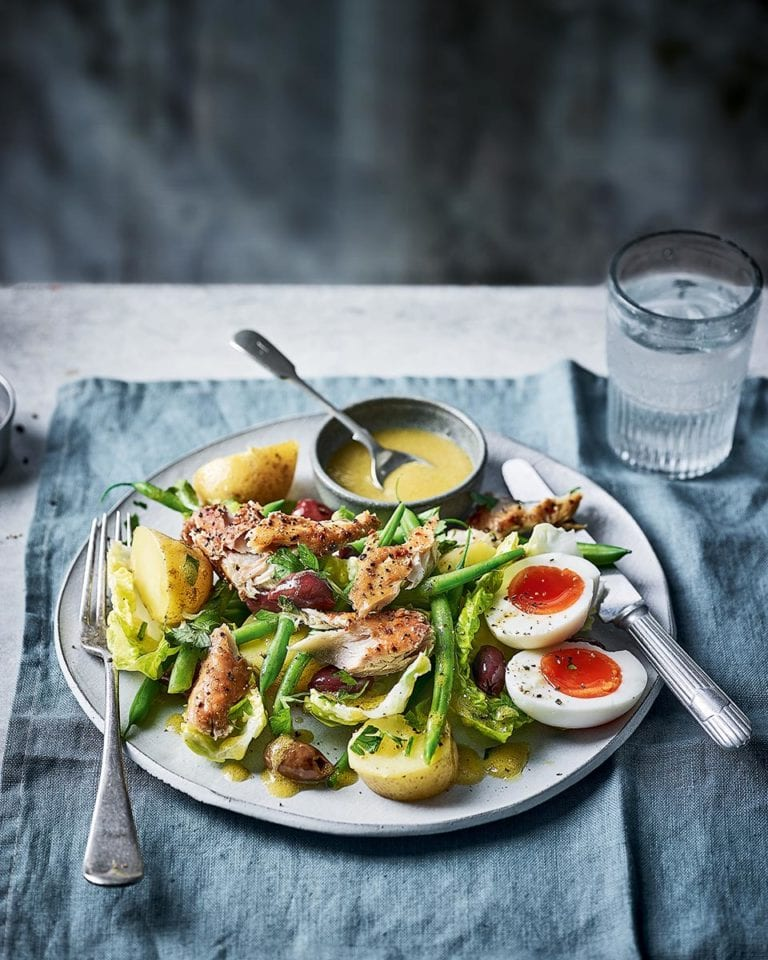 Smoked mackerel niçoise salad