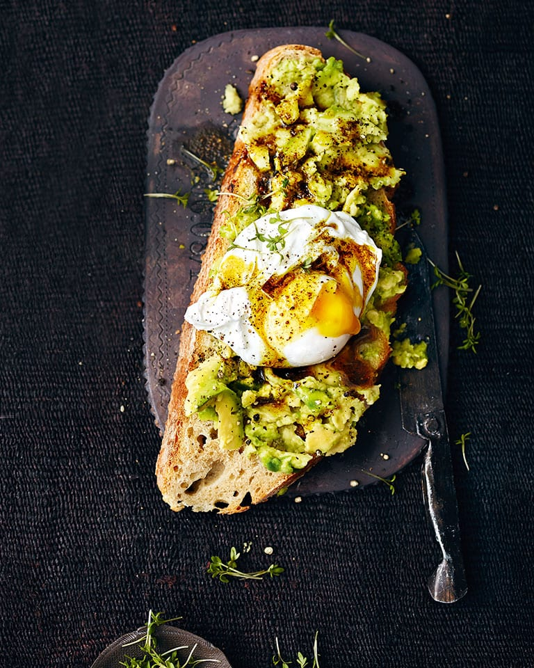 Smashed avocado with curried butter