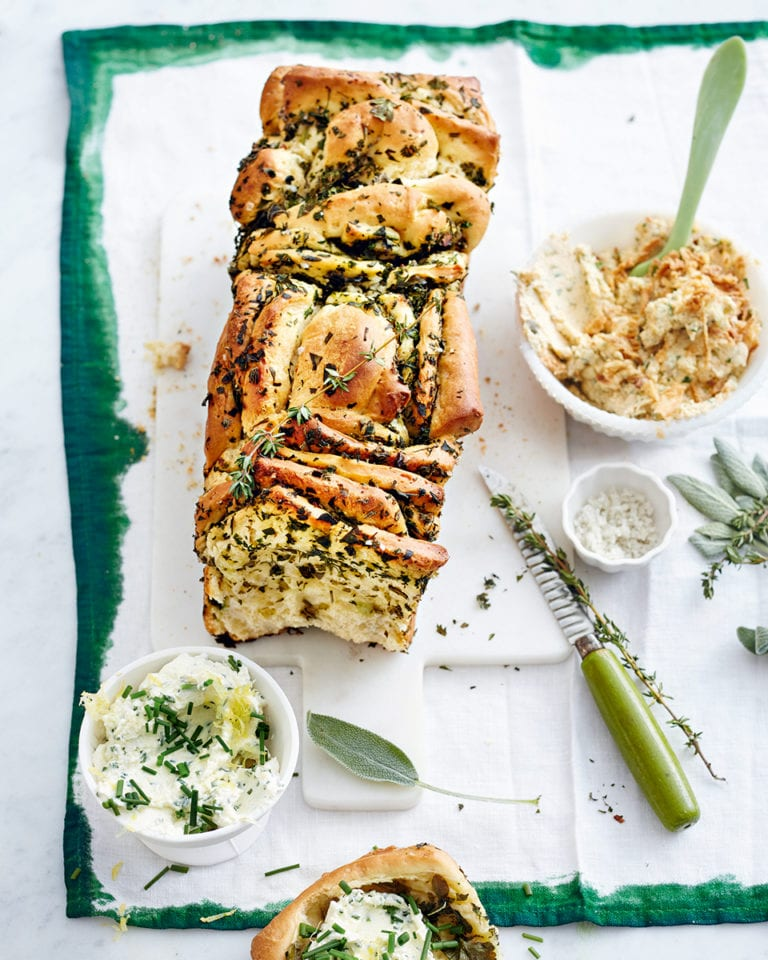 Herbed savoury monkey bread
