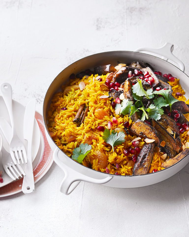 Aubergine pilaf with apricots and almonds
