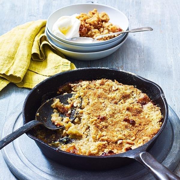 Toffee apple pan crumble